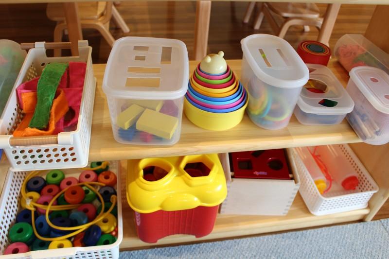 机の上で遊べるおもちゃ