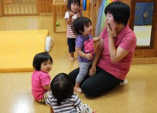 歌をうたう子どもたち